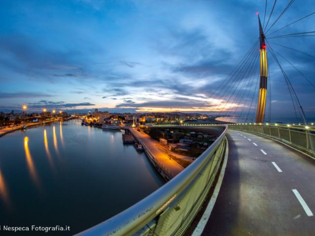 Pescara: un tramonto sul Ponte del Mare