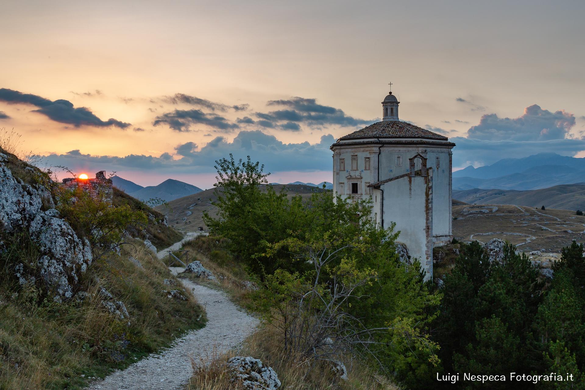 Tramonto a Santa Maria della pietà - Rocca Calascio (AQ)