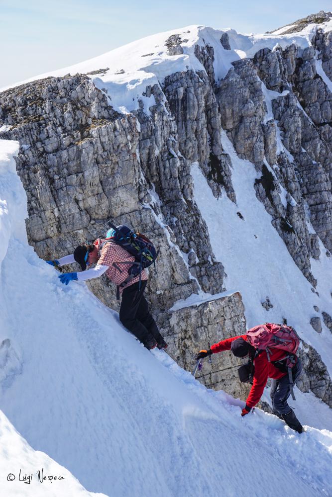 Il Monte Sirente: Alpinisti Luigi e Angelo escono in cresta