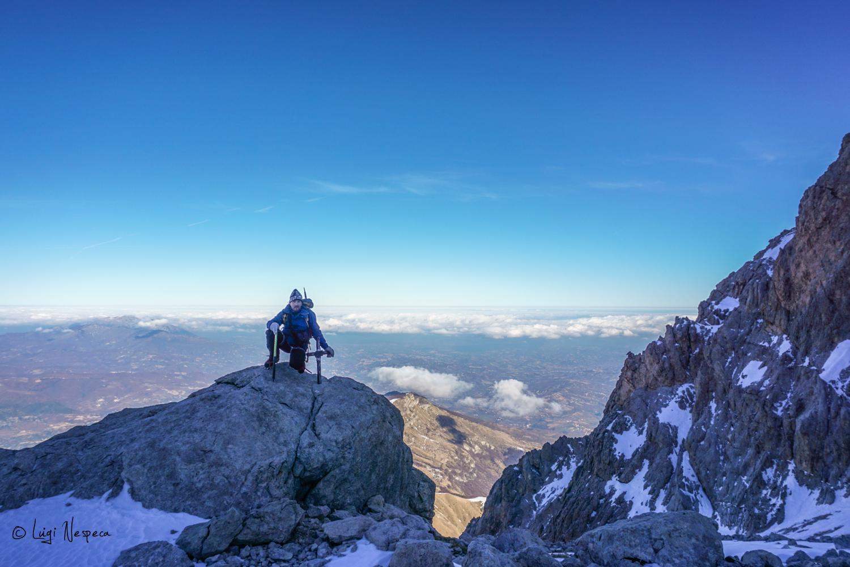 Gran Sasso: salita al Corno Grande - Croce in ricordo dell'Alpinista Peppino Raggi