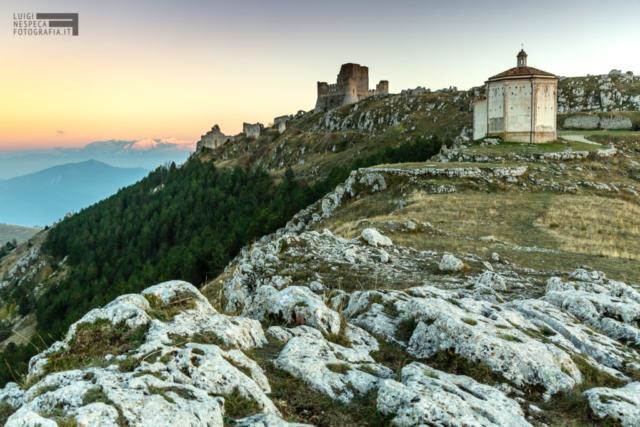 Rocca Calascio al tramonto - Majella sullo sfondo - Parco nazionale del Gran Sasso
