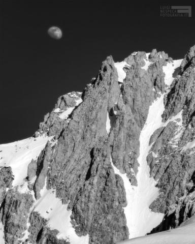 39 - La Luna ed il Canale Primo Maggio sulla parete Nord del Terminillo (RI)