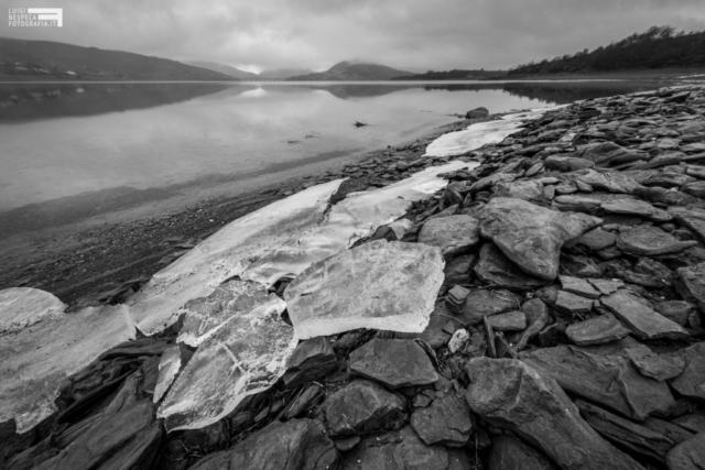 43 - Ghiaccio e rocce al Lago di Campotosto