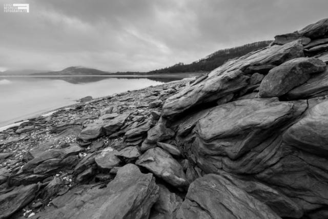 42 - Ghiaccio e rocce al Lago di Campotosto