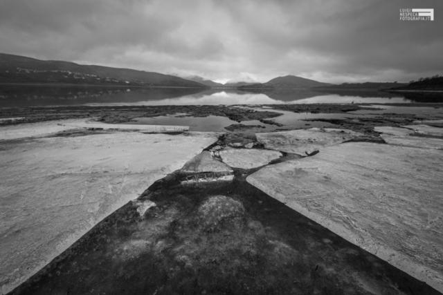 41- Ghiaccio e rocce al Lago di Campotosto