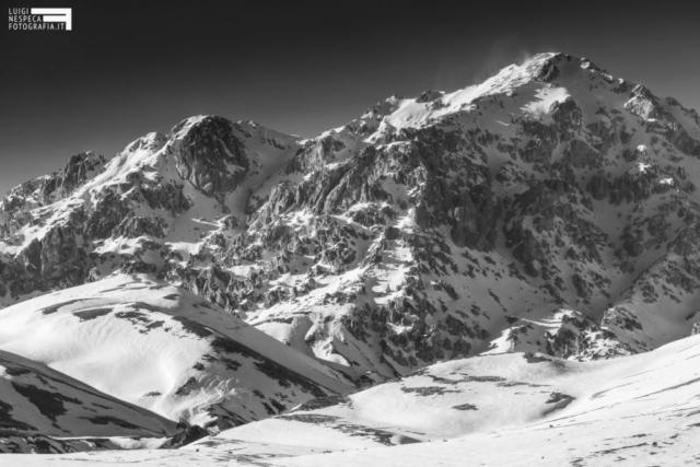 08 - Il Monte Prena al Gran Sasso e gli sbuffi di neve - Campo Imperatore