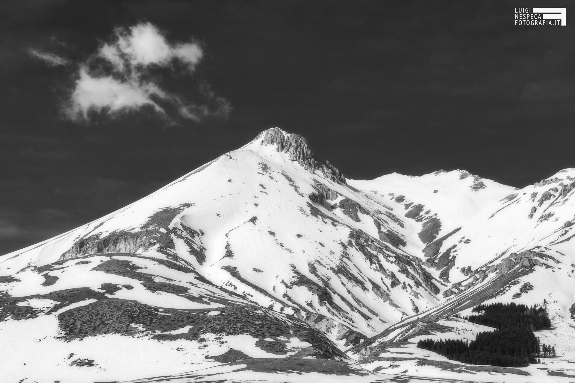 11 - Il Monte Camicia con nuova e bosco - Positivo e Negativo - Jing e Jang