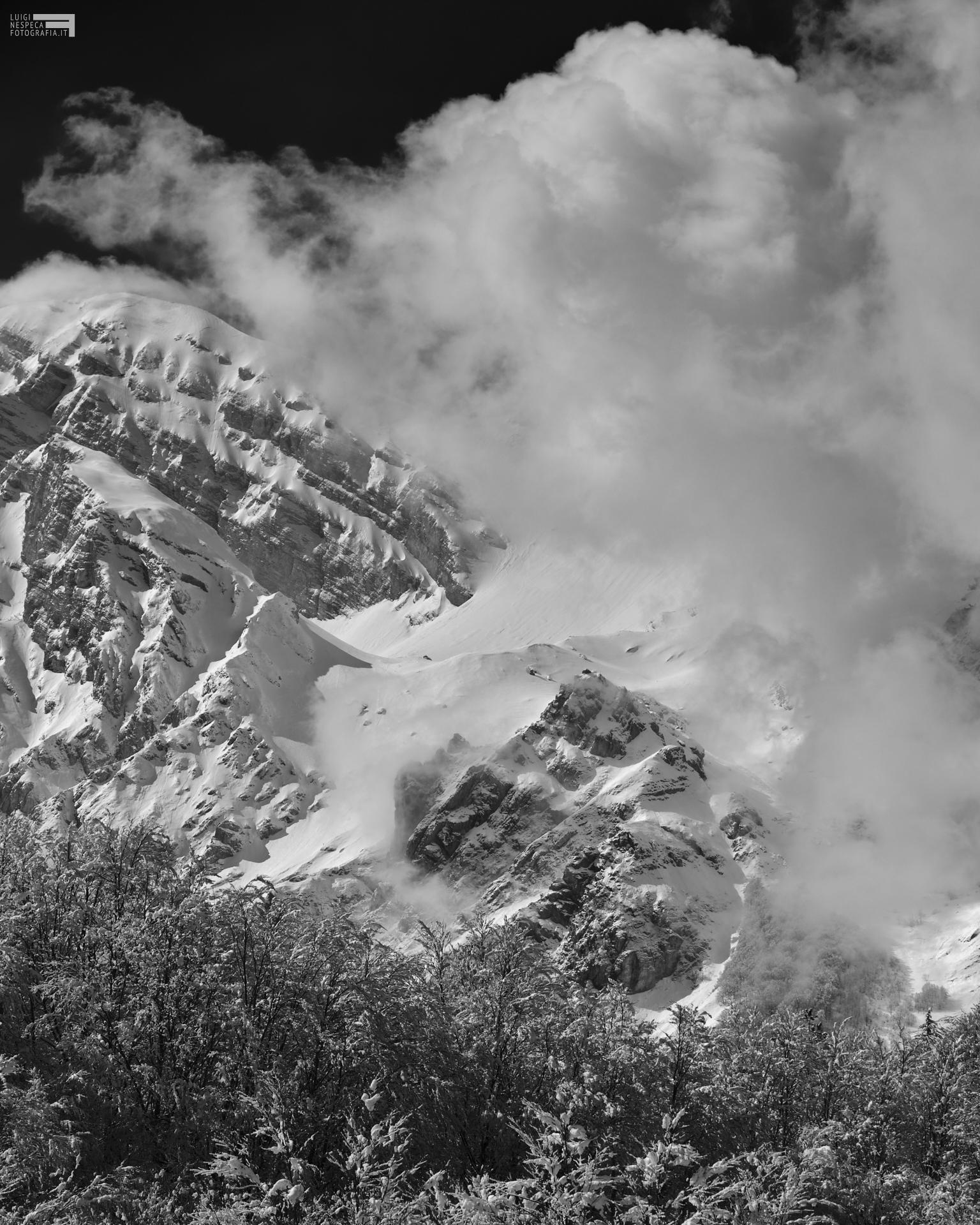 63 - Prati di Tivo - il Pizzo d'Intermesoli e il Picco dei Caprai