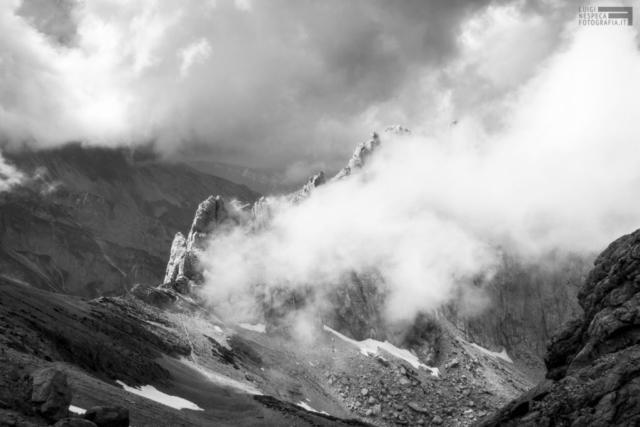 34 - La cresta del Corno Piccolo tra le nuvole - Gran Sasso