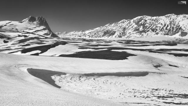 65 - Il disgelo a Campo Imperatore dal Valico di Racollo.