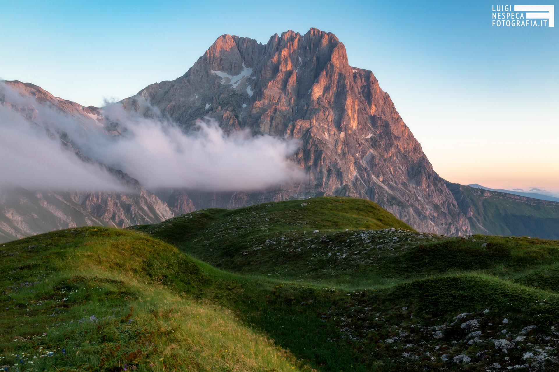 16 - La prima alba dell'estate al Corno Grande - Un anno al Gran Sasso