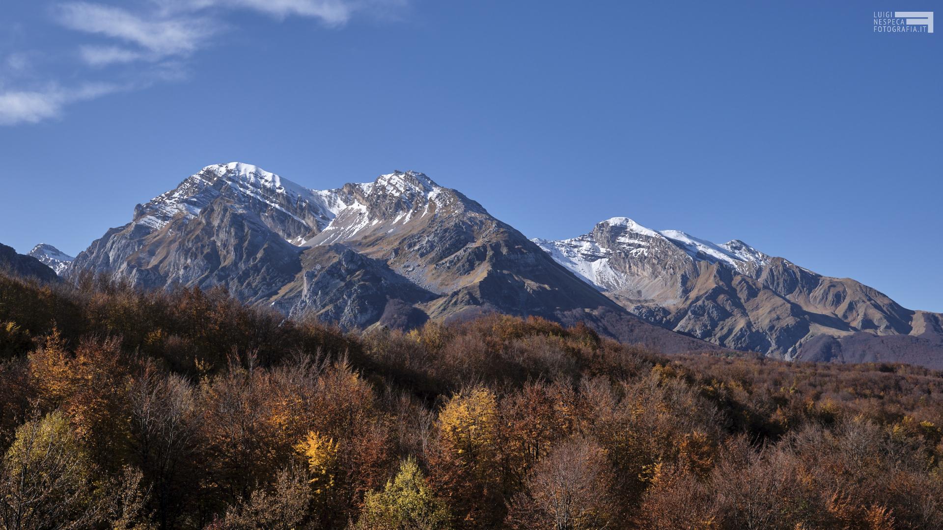 Autunno in Val Maone - Pizzo d'Intermesoli e Monte Corvo - Prati di Tivo