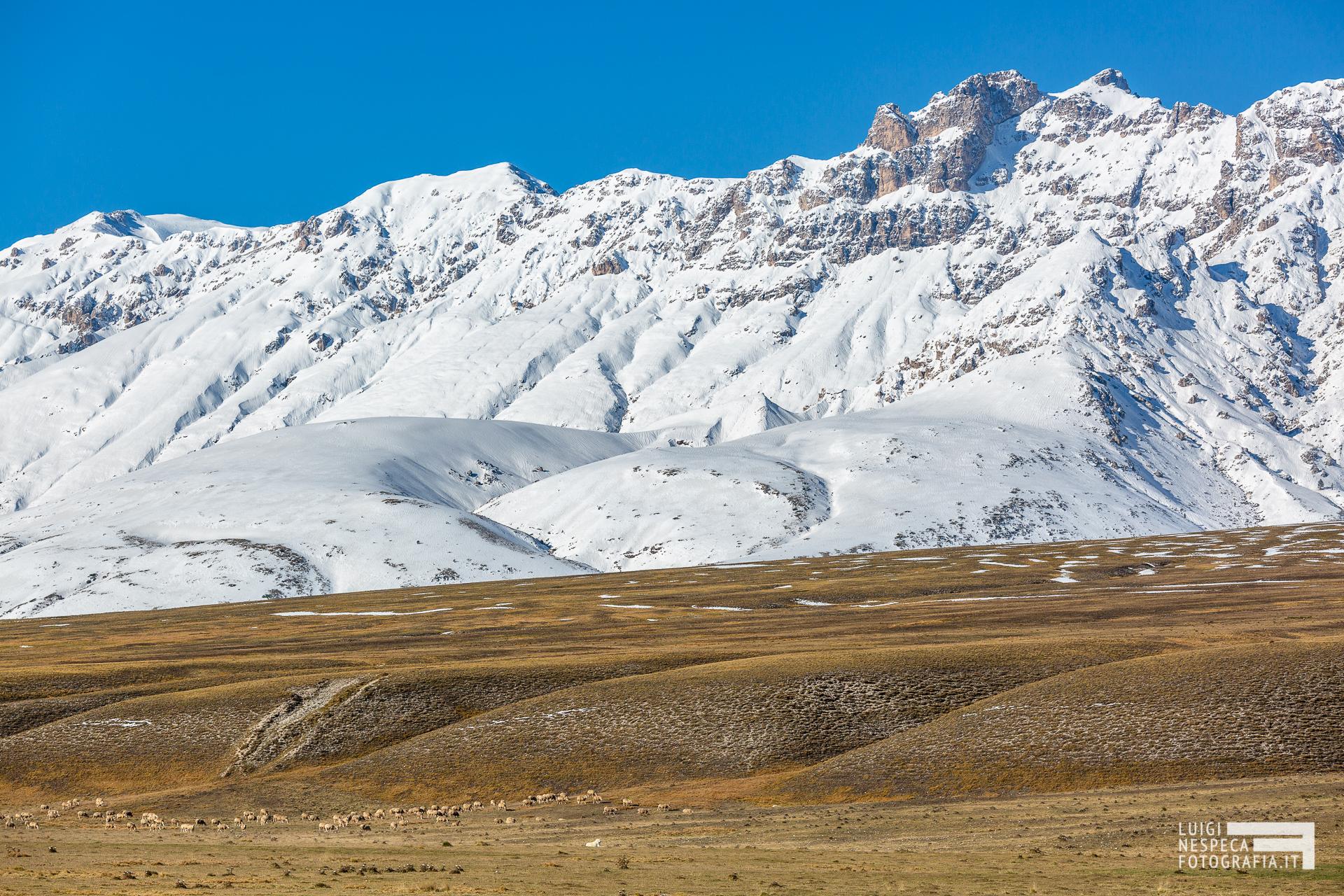40 - Neve d'Autunno sulle Torri di Casanova - Un anno al Gran Sasso