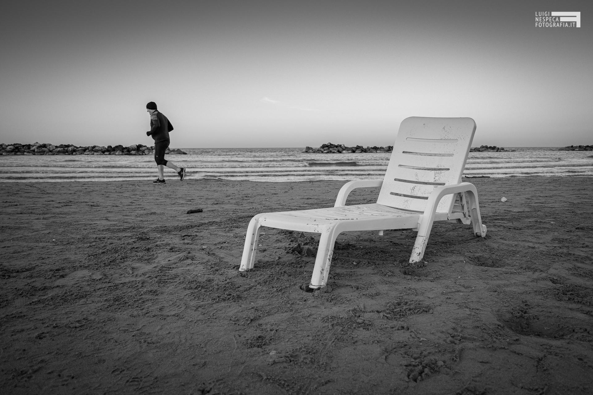 La spiaggia di Francavilla al Mare: un runner