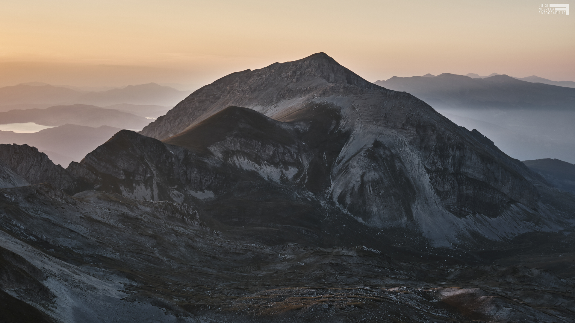 Agosto 2021 - dalla vetta del Pizzo Cefalone - Monte Corvo e lago di campotosto